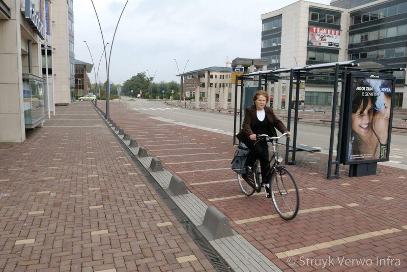 Reflecterende afzetelementen oogrefelector rijbaanscheiding fietspad