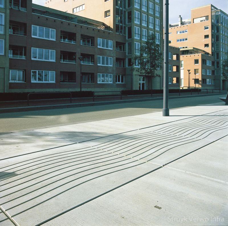Platen van beton met golfpatroon