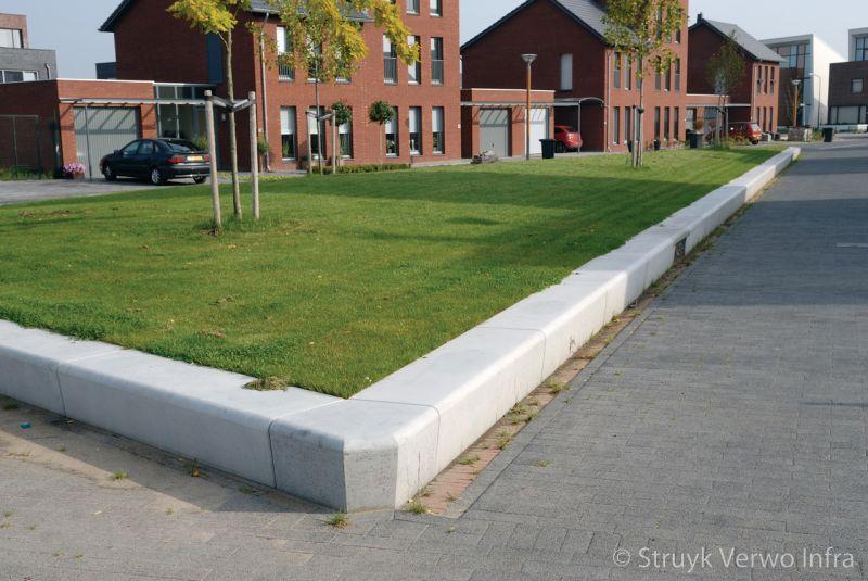 Gazonbescherming beton langs groenstrook solid