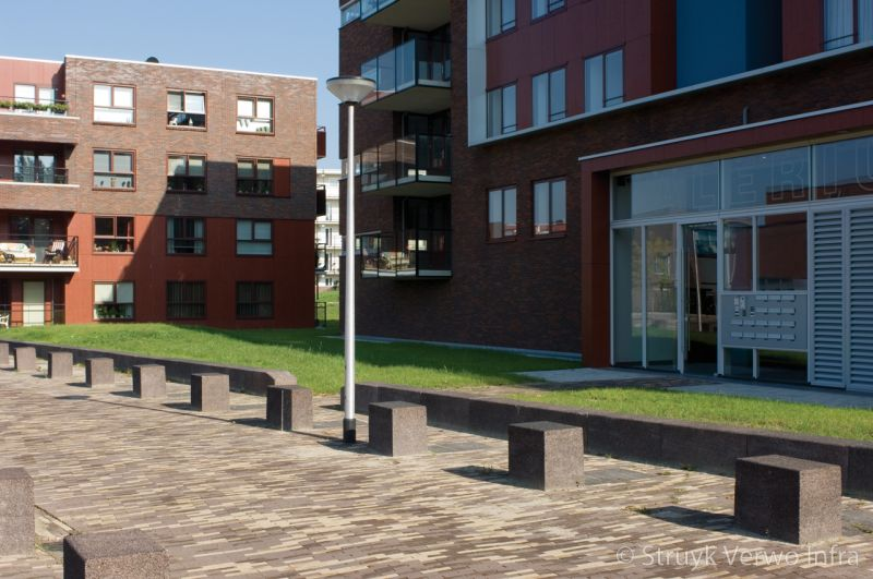 Afgebakende voetgangersgebieden betonnen poef