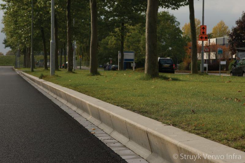 Geleiding tussen de rijbaan en de groenstrook amstelband