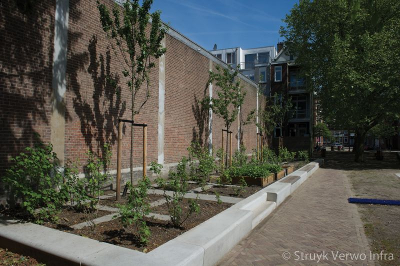 Banken van beton solid schout heinrichplein rotterdam kruidentuin groen verbindt zitranden beton
