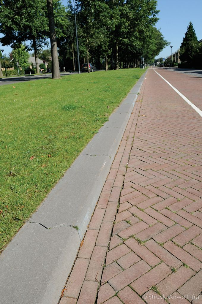 Fietsstrook trottoirband 28 30