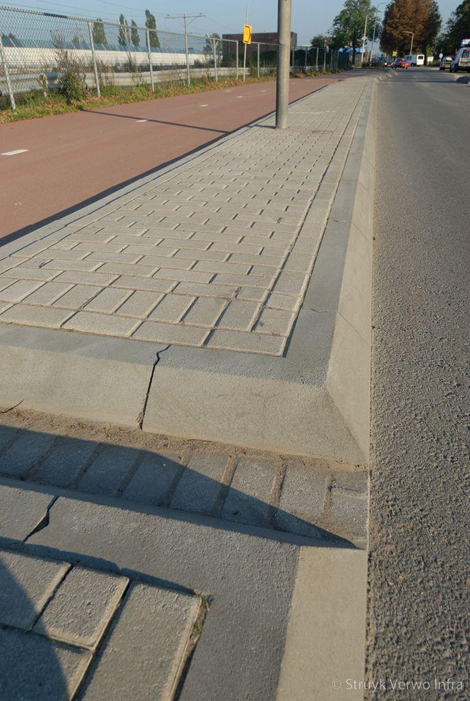Trottoirband hoekstukken 11 22x25 fietsbaanscheiding