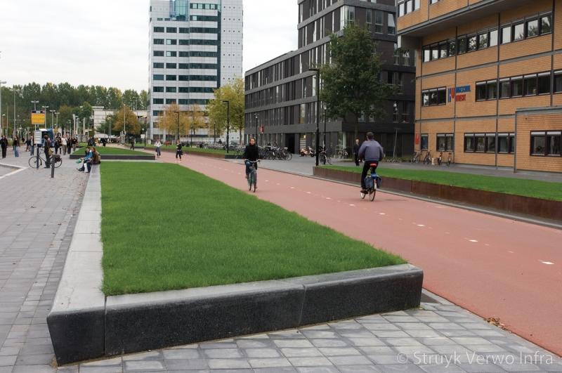Zitelement 40 30x50 zwart terrazzo voorzien van anti graffiti opsluitbanden beton