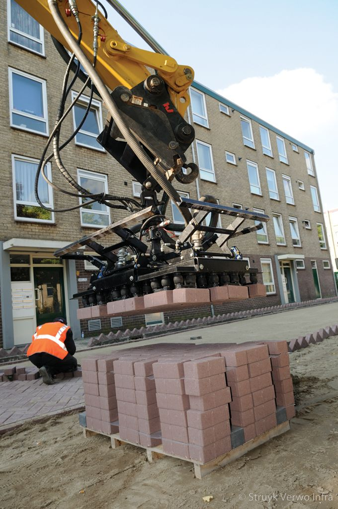 Machinaal straten met vacuum klem