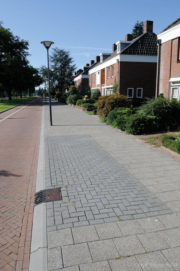 Parkeren op trottoir met overrijdbare geleideband