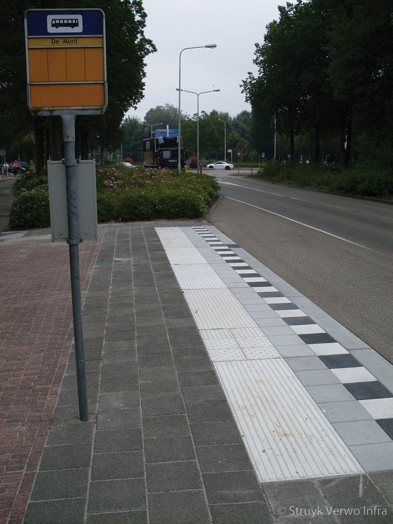 Prefab perronplaten voor het inrichten van een bushalte