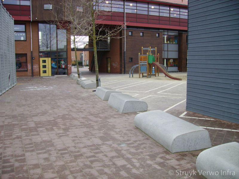 Schoolplein anti parkeerelement