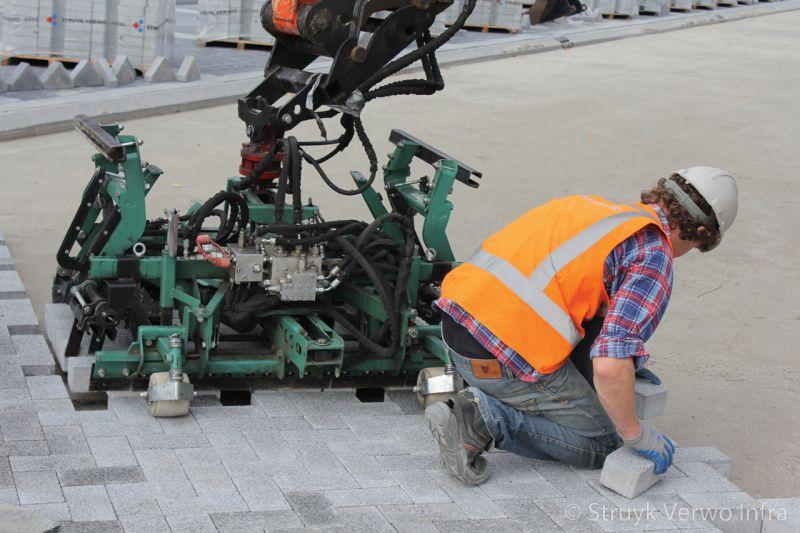 Machinaal verleggen betonstraatstenen breccia grigio 21x10 5 machinaal pakket