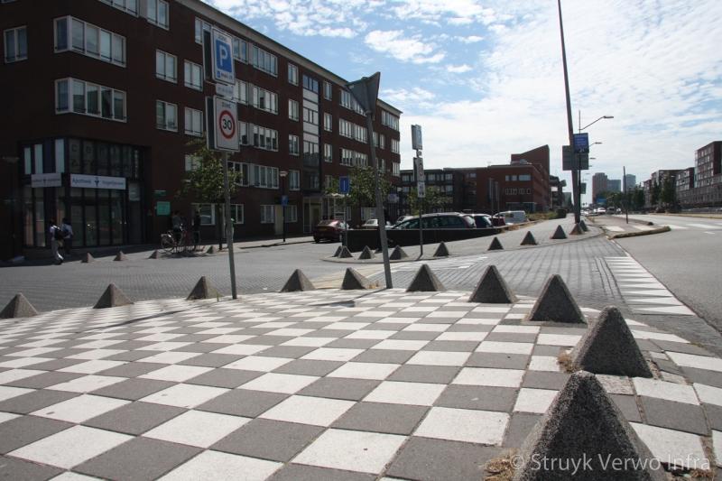 Antiparkeervoorzieningen bijlmerdreef amsterdam piramide