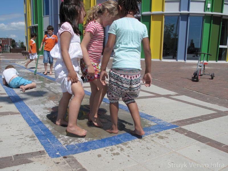 Spelen op het schoolplein basisschool ikc noordrijk in de bongerd amsterdam