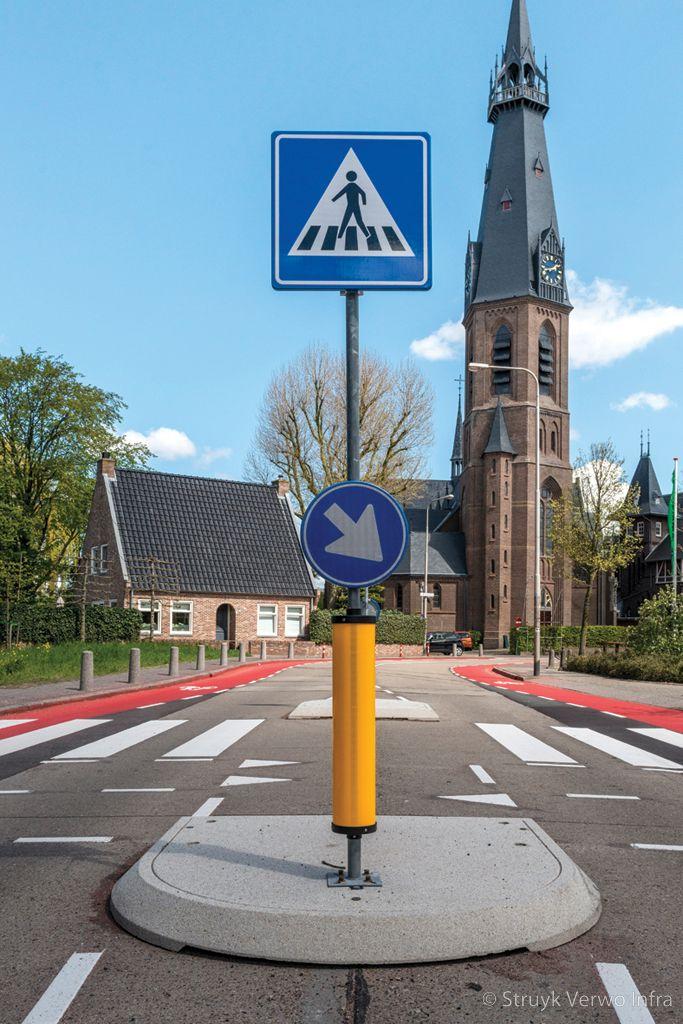 Verwijderbaar verkeerseiland op asfalt