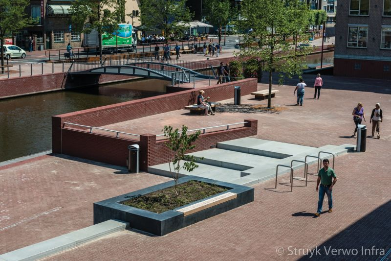 Inrichting plein voor stadhuis van almelo