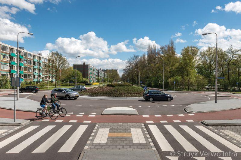 Rammelstrook met straatsteenmotief rotondeplateau