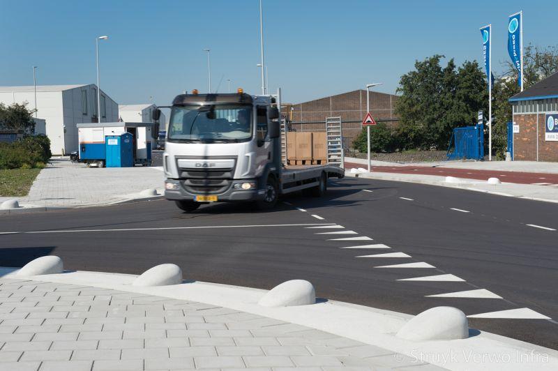 Schampblokken beton antiparkeerelementen sluisjesdijk rotterdam