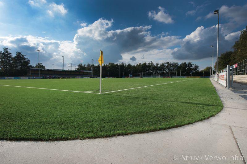 Hoekplaat rondom voetbalveld verharding rondom sportvelden