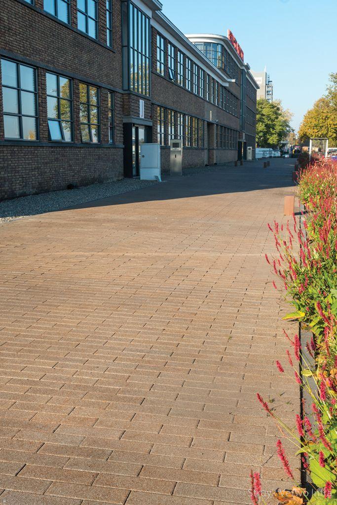 Bestrating met een verroest uiterlijk oxi betonstraatstenen 33x11