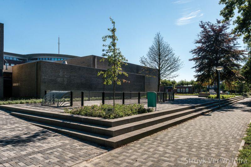 Inrichting schoolplein roc te ede trapelementen beton
