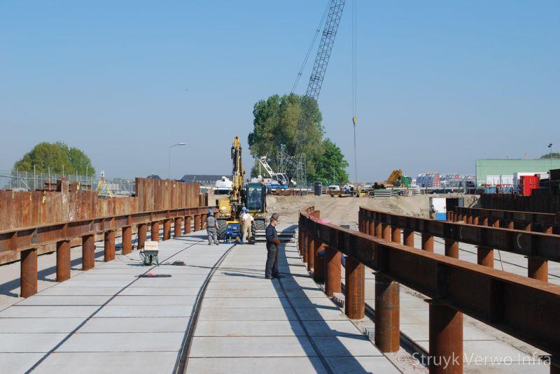 Vloerplaten aanleg spoorwegviaduct den bosch