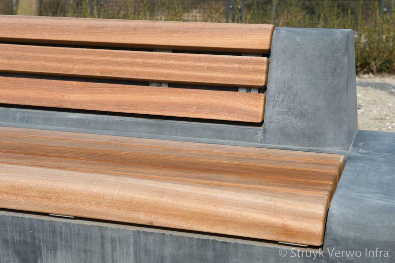 Betonnen zitelement met rug en houten zitting parkmeubilair beton