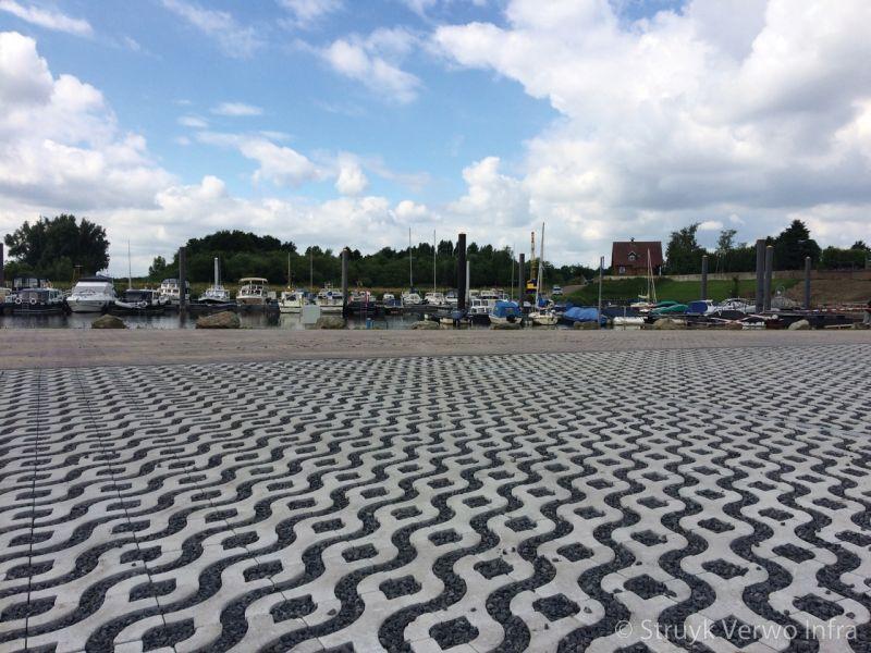 Parkeerplaats met waterdoorlatende bestrating