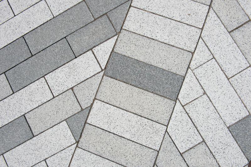 Mix grijstinten bestrating raadhuisplein hoogkarspel sferio 33x11x10cm grigio basalto