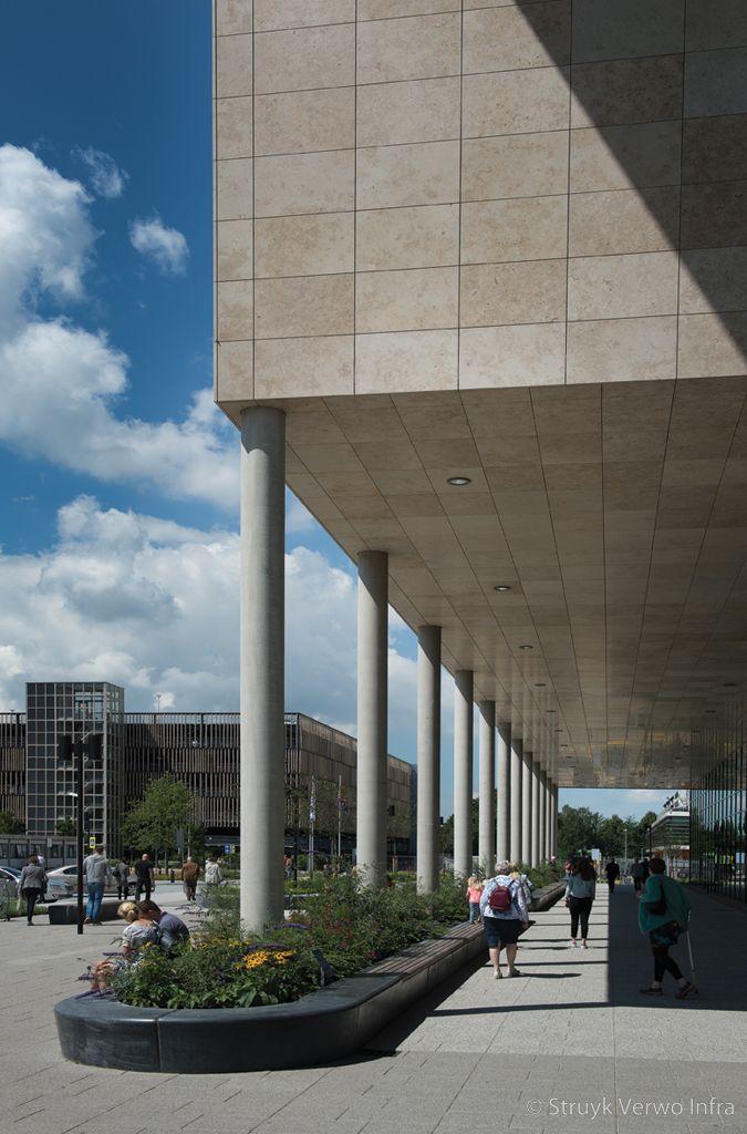 Betonnen zitelementen om groenvoorziening antoni van leeuwenhoekziekenhuis zitranden beton