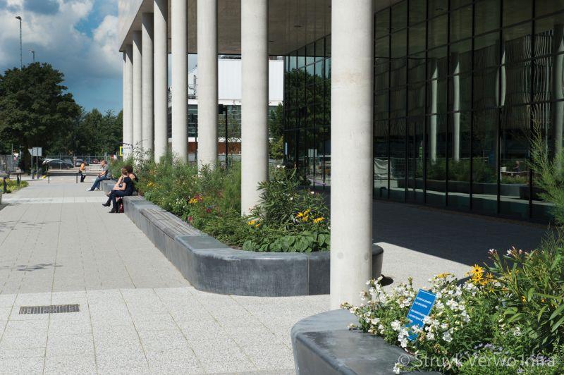 Zitelementen voor ingang ziekenhuis parkbanden beton