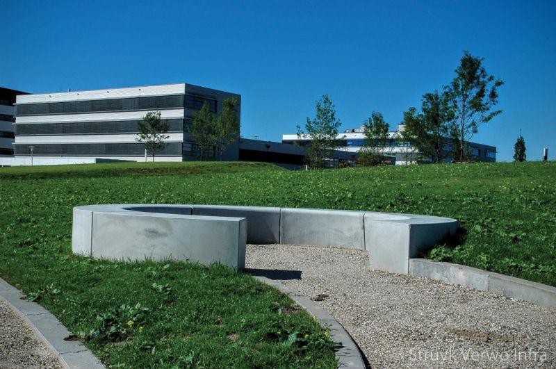 Zitelement solid bocht campus papendrecht parkbanden beton buitenmeubilair beton