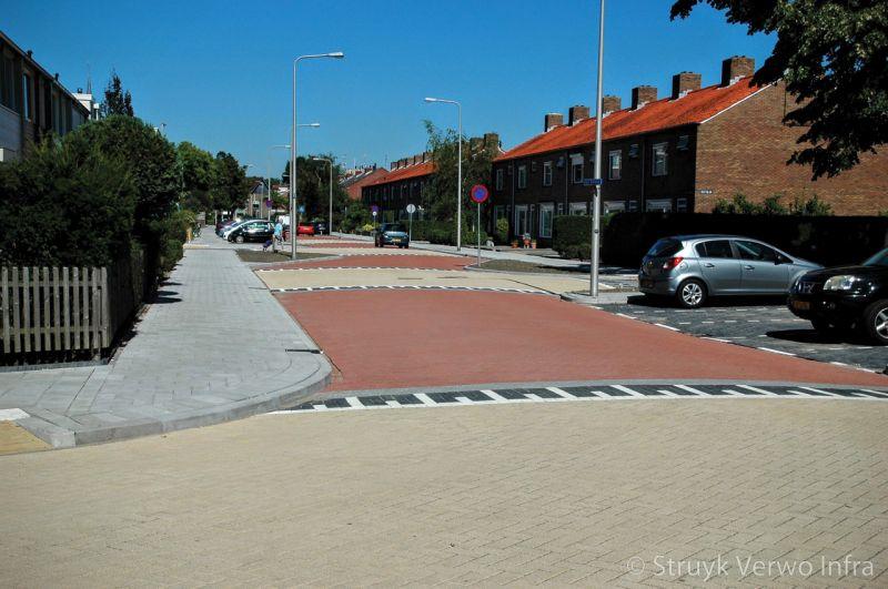 Verkeersdrempel lavaro rood lavaro geel gewassen betonstraatstenen