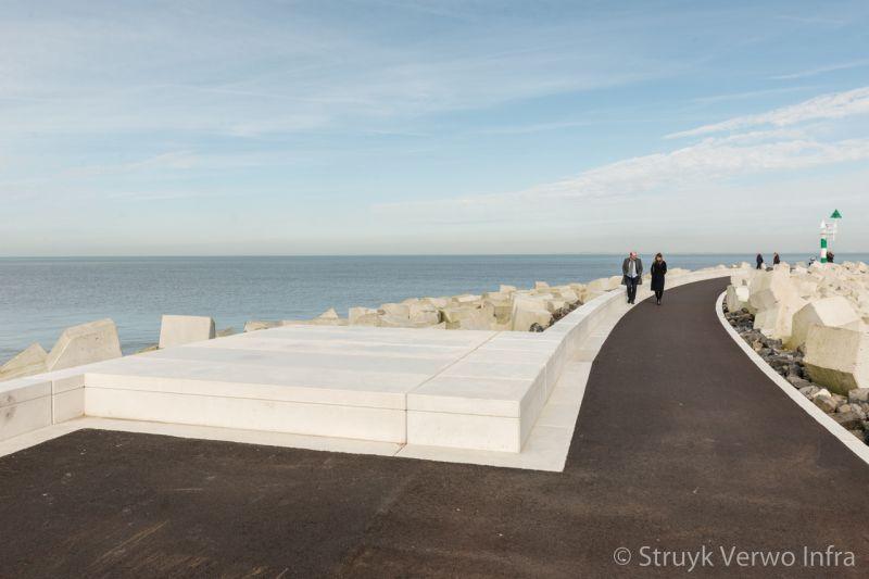 Inrichting boulevard met prefab elementen maatwerk betonnen meubilair