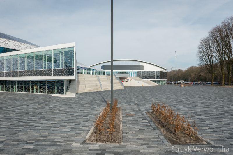 Bestrating entree thialf stadion