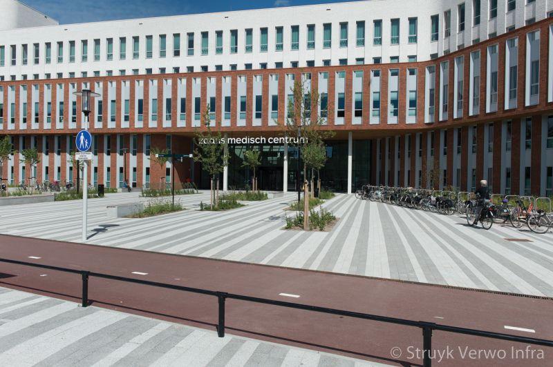 Breccia mixpakket zaans medisch centrum elementenverharding kleurvaste betonstraatstenen