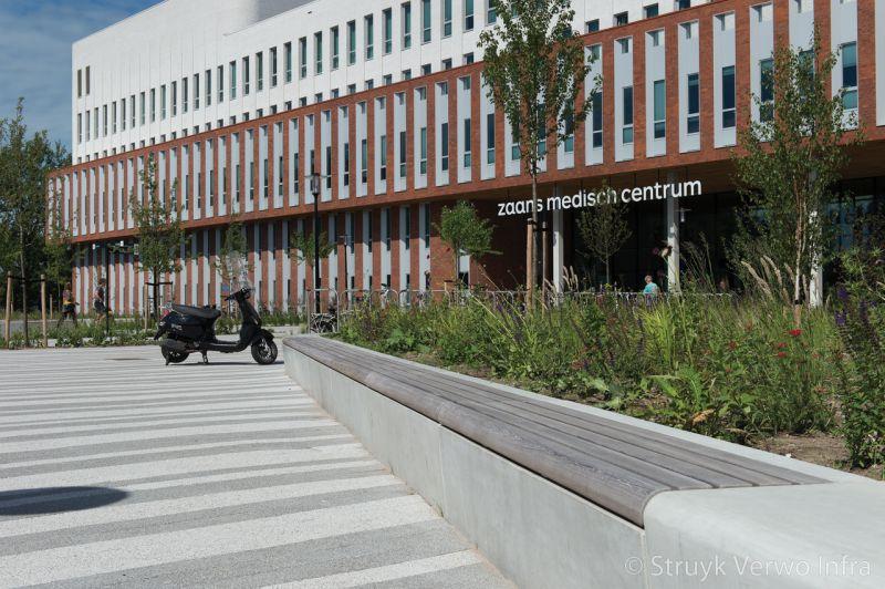 Seat zitelement voor zaans medisch centrum parkbanden beton beton met houten zitting
