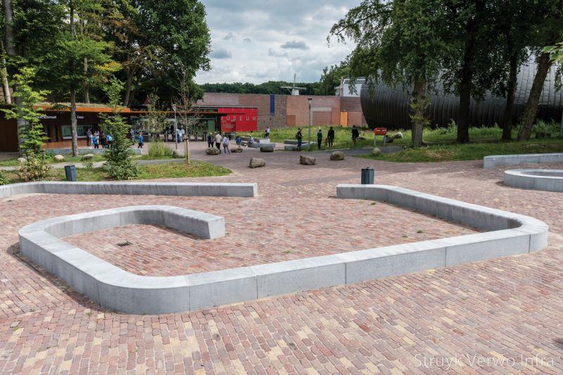 Solid zitelement grijs voorzien van anti graffity coating betonnen parkmeubilair