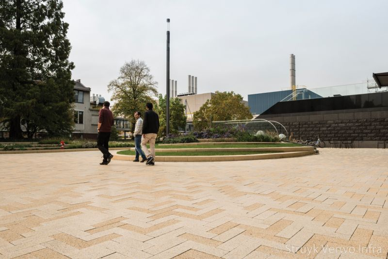 Breccia liscio mix van breccia en liscio center court chemelot campus geleen