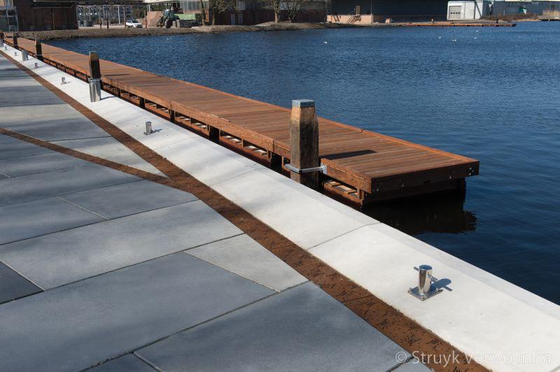 Herinrichting rijnhavenkade alphen aan den rijn kademuur met vloerplaten steiger