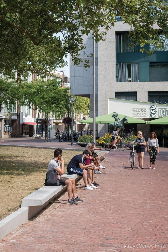 Zitranden van beton herinrichting gele rijders plein in arnhem