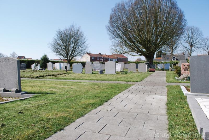 Mammoettegel bestrating op begraafplaats begraafplaats oud vossemeer