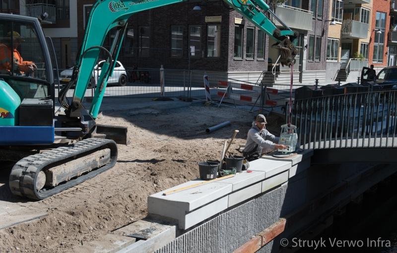 Plaatsen afdekbanden op kademuur campus expansion diemen