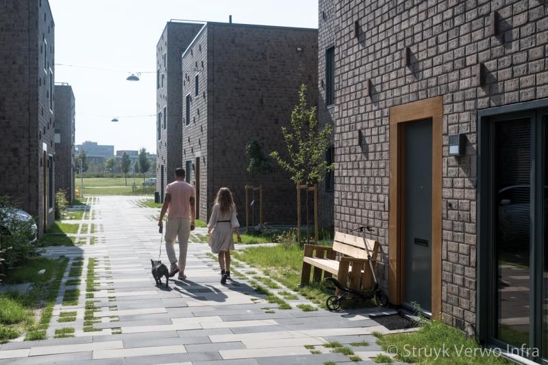 Groenbestrating in woonwijkhet vrije veld almere