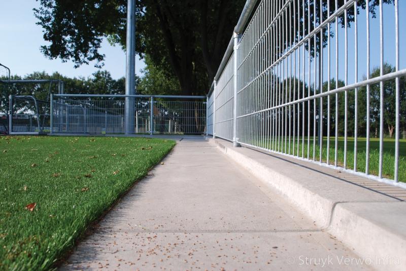 Infill barrier sportvelden opsluitplaat rubber deeltjes
