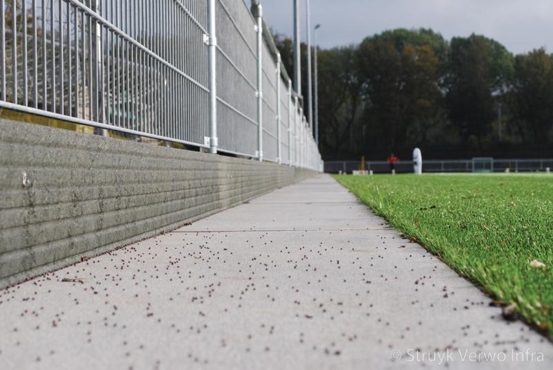 Bescherming tegen rubber korrels kunstgras
