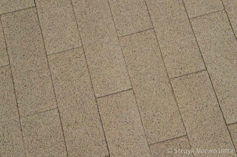 Betonstraatstenen 60x20 geelbruin kleurvaste bestrating slijtvast bestrating