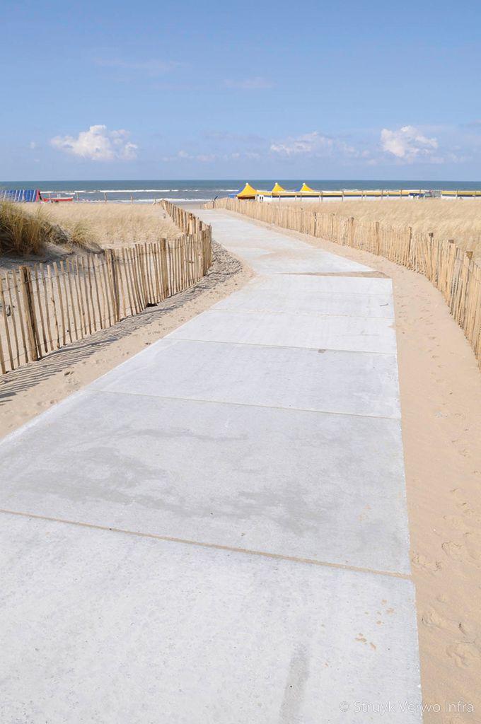 Vloerplaten als strandopgang