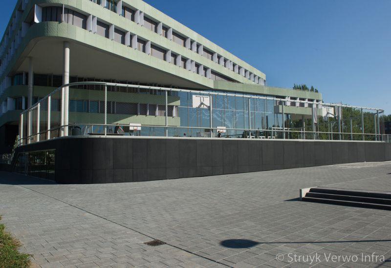 Breccia 30x30 antra 620 st nicolaas lyceum amsterdam inrichting schoolplein trottoirtegels