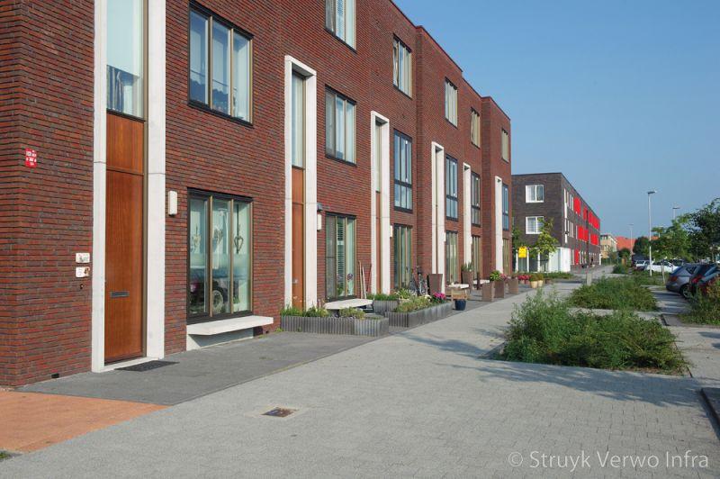 Lavaro 20x20 grijs in woonwijk