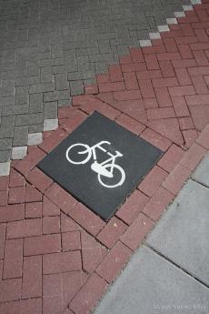 Hoofdweg met fietsstrook