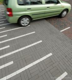 Verkeersmarkeringen in elementenverharding